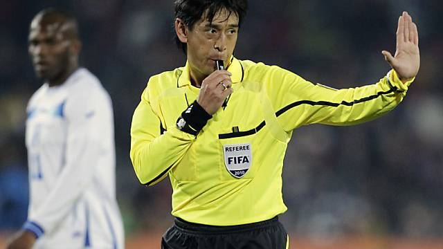 Anpfiff zur WM 2014: Yuichi Nishimura pfeift Eröffnungsmatch