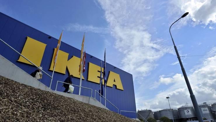 Nach Rückmeldungen von Kunden ging Ikea ein Licht auf: Die Deckenleuchten Hyby, Lock und Rinna können gefährlich werden.