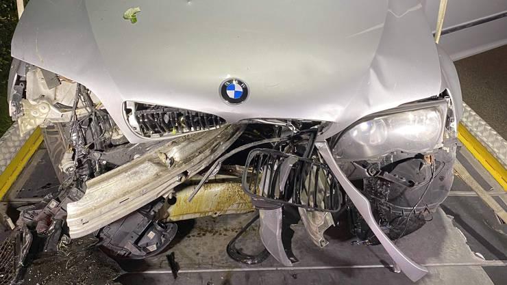 Das Unfallauto des Neulenkers: Der BMW wurde total beschädigt.