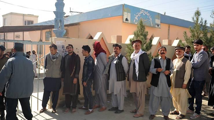In einigen Teilen Afghanistans ist am Sonntag die Parlamentswahl fortgesetzt worden.