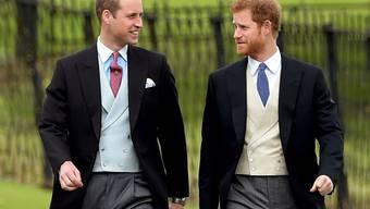 Die beiden Prinzen William (links) und Harry waren erst 15 und 12 Jahre alt, als ihre Mutter, Lady Diana, starb. Am Samstag gedenken sie ihrer im Rahmen eines Gottesdienstes. (Archivbild)