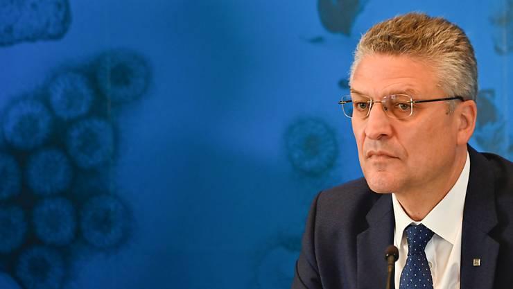 Der Leiter des deutschen Robert-Koch-Instituts (RKI), Lothar Wieler, gibt eine Pressekonferenz zur aktuellen Corona-Lage in Deutschland. Foto: Tobias Schwarz/AFP/Pool/dpa
