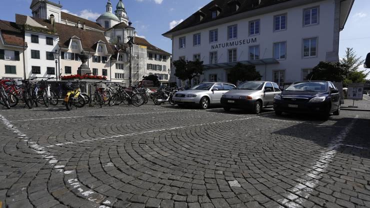 Der Klosterplatz in Solothurn bleibt nicht autofrei