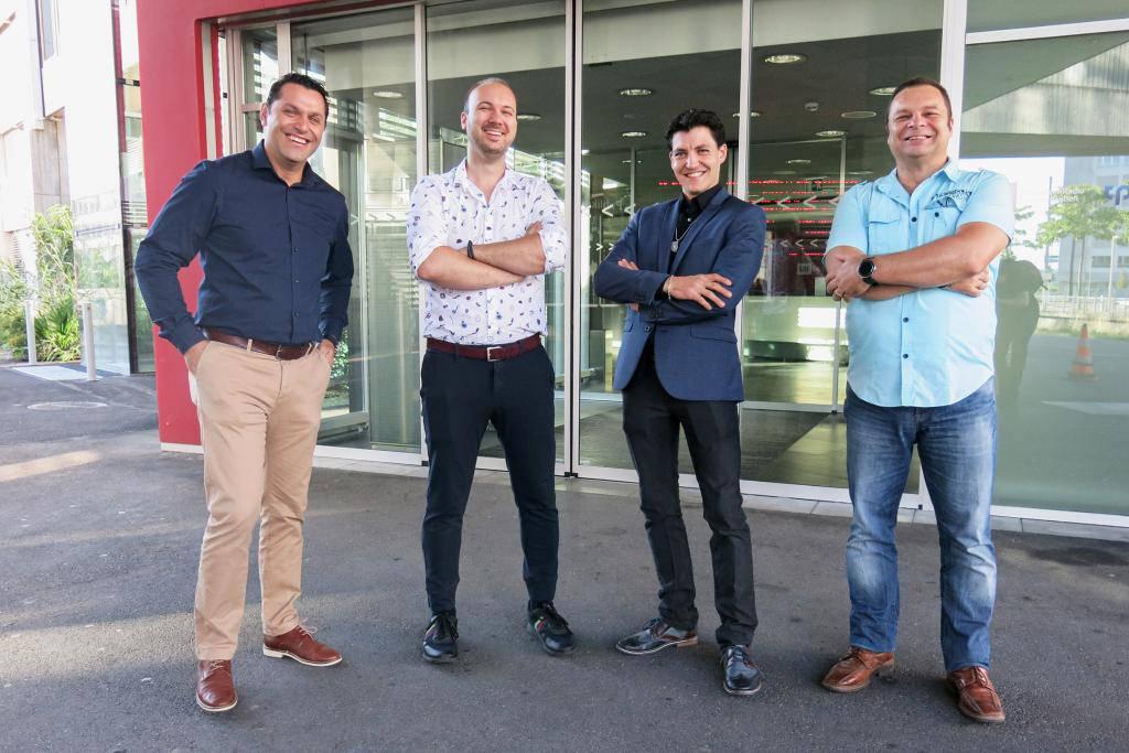 Neben Dario De Salvatore stellen noch drei weitere Männer ihre Familienmodelle vor. (© SRF)