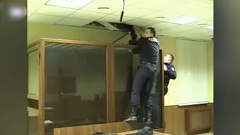 Ab durch die Decke: Fluchtversuch während einer Gerichtsverhandlung in Moskau.