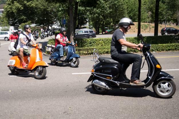 Von Motorrädern über Vespas bis hin zu Velos macht alles auf zwei Rädern mit.