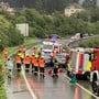 Bei einem Verkehrsunfall auf der A13 bei Domat/Ems GR sind am Samstag neun Personen verletzt worden, einige davon schwer. Zwei Helikopter und mehrere Krankenwagen waren vor Ort.