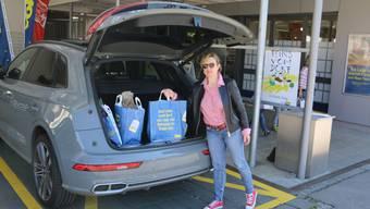 Franziska Weber liefert in Gipf-Oberfrick Einkäufe aus.