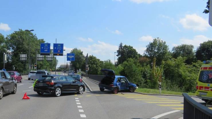 Nach dem Unfall will keiner der involvierten Lenker das Rotlicht missachtet haben.