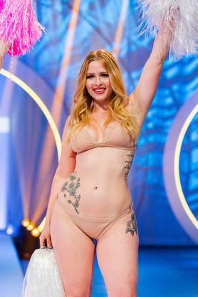 Hier ist sie bei «Curvy Supermodel» in einer ersten Gruppenchallenge zu sehen