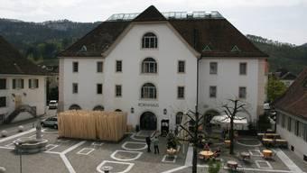 Der Startanlass Holzweg Thal und die Montage der Installation «Holzgarten» auf dem Kornhausplatz Balsthal