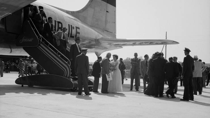Vor dem ersten flugplanmässigen Start einer Swissair DC-4 nach London wurde mit geladenen Gästen ein Rundflug durchgeführt.