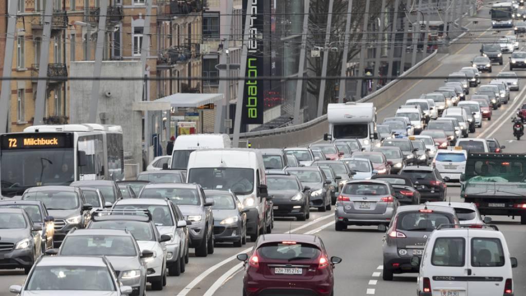 Doppelt so viele Autos wie 1980, aber fünf Mal weniger Verkehrstote