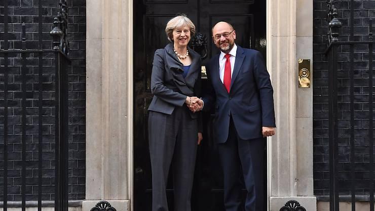 Die britische Regierungschefin Theresa May empfäng EU-Parlamentspräsident Martin Schulz in ihrem Amtssitz