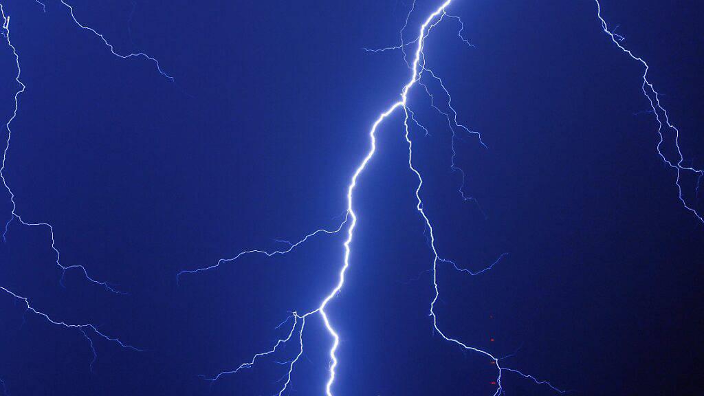 Forscher installieren auf dem Säntis Laser als Blitzableiter