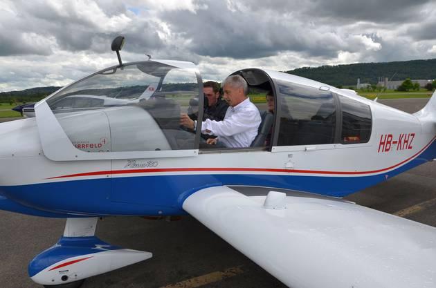 Heinz Wyss begleitet Journalisten auf einen Schnupperflug