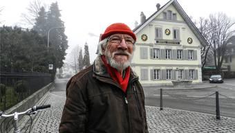 Der ehemalige Einwohnerrat Kurt Steimen vor dem Restaurant Sternen.