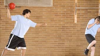 Völkerball sei «unterdrückend» und «entmenschlichend» sagen Forscher und fordern das Ende des Schulsports.