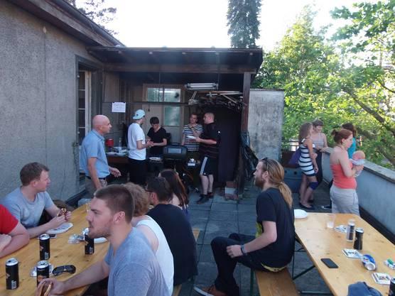 Das Fest wurde mit einer ausgiebigen Grill-Session eingeläutet.