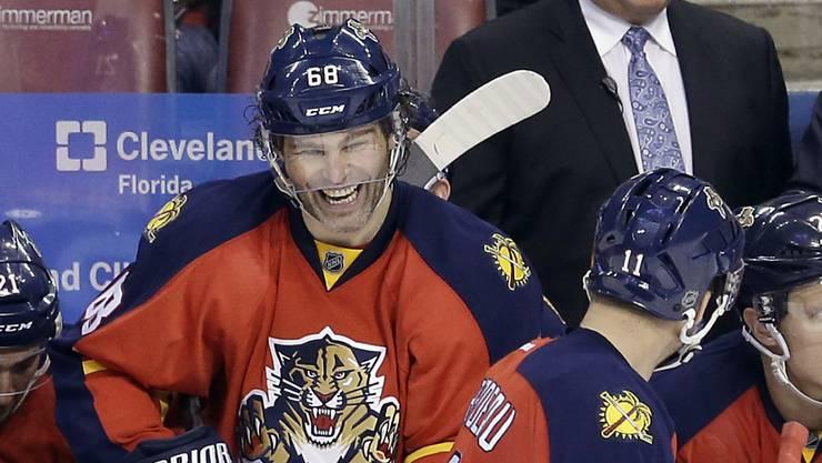 Altstar Jaromir Jagr hat gut Lachen: Der Tscheche gehört trotz seines hohen Alters von 43 Jahren nach wie vor zu den besten Skorern in der NHL