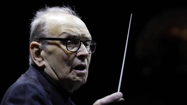 Der italienische Komponist Ennio Morricone will zwar weiterhin dirigieren, hört aber kurz vor seinem 90. Geburtstag auf, Filmmusik zu komponieren. (Archiv)