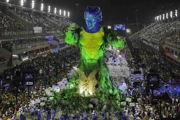Der Umzug am Karneval ist schlicht gigantisch.