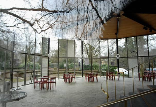 Das Glas-Foyer steht unter kommunalem Schutz. Nun soll ein Gutachten der Eidgenössischen Kommission für Denkmalpflege entscheiden, ob es unter Denkmalschutz gestellt wird oder nicht.