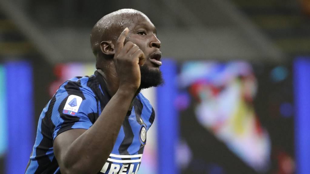 Romelu Lukaku freut sich hier über sein 3:0 für Inter in Benevento. Er hatte auch schon in der ersten Minute getroffen.