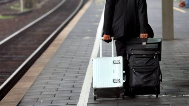 Möglicherweise können die städtischen Mitarbeiter nun häufiger die Koffer für die Ferien packen – der Stadtrat prüft den Vorstoss.