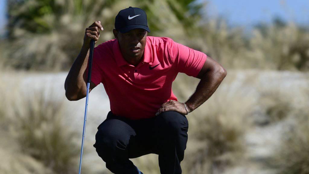 Tiger Woods endlich wieder auf dem Platz statt auf dem Operationstisch