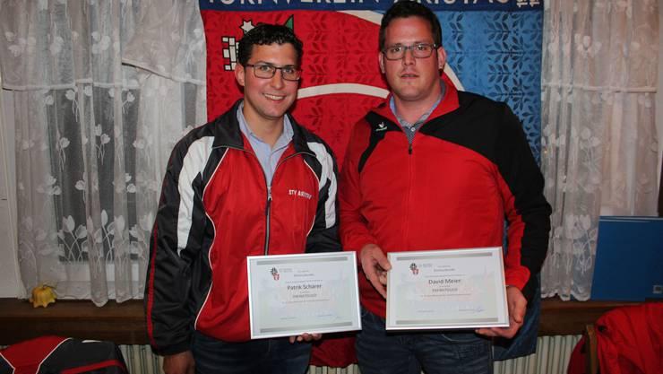 v.l die Beiden Co-Präsidenten Patrik Schärer und David Meier, geehrt für jeweils 15 Jahre Aktivturner.
