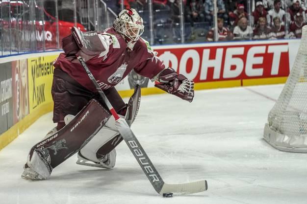 Der Ex-Lugano-Goalie Elvis Merzļikins bleibt im ersten Drittel ohne Gegentreffer.
