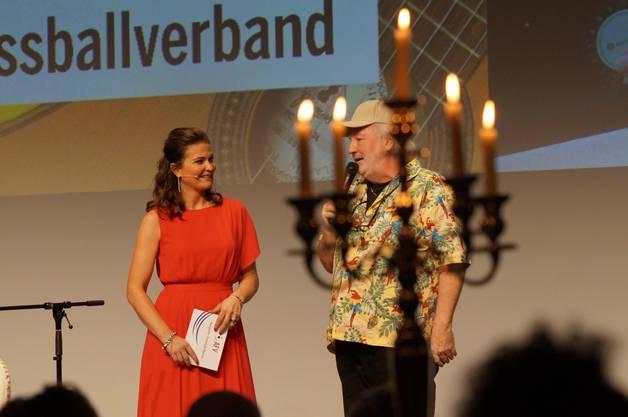 Peach Weber mit Moderatorin Judith Wernli.