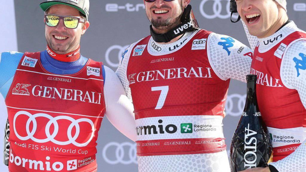 Beat Feuz (links) freut sich mit den Italienern
