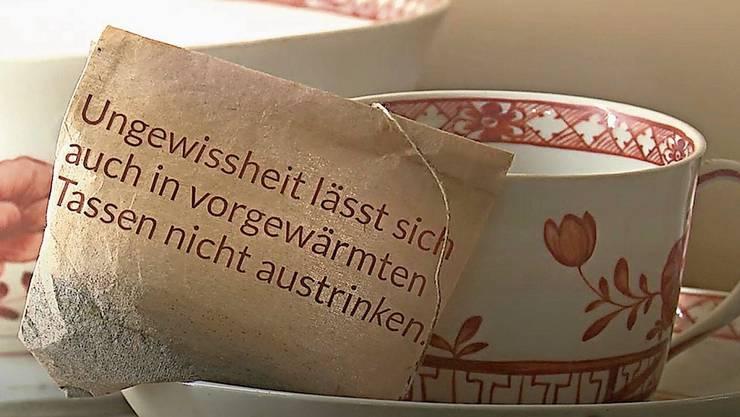 Senns Sprüche nehmen witzig Bezug auf die Umgebung, wie mit dieser Teetasse. Sandra Senn.