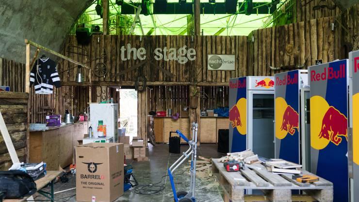 Die Festbeizenbetreiber unter der Hochbrücke wie «The Stage» haben eine Sicherheitsfirma engagiert, die nachts patrouilliert.