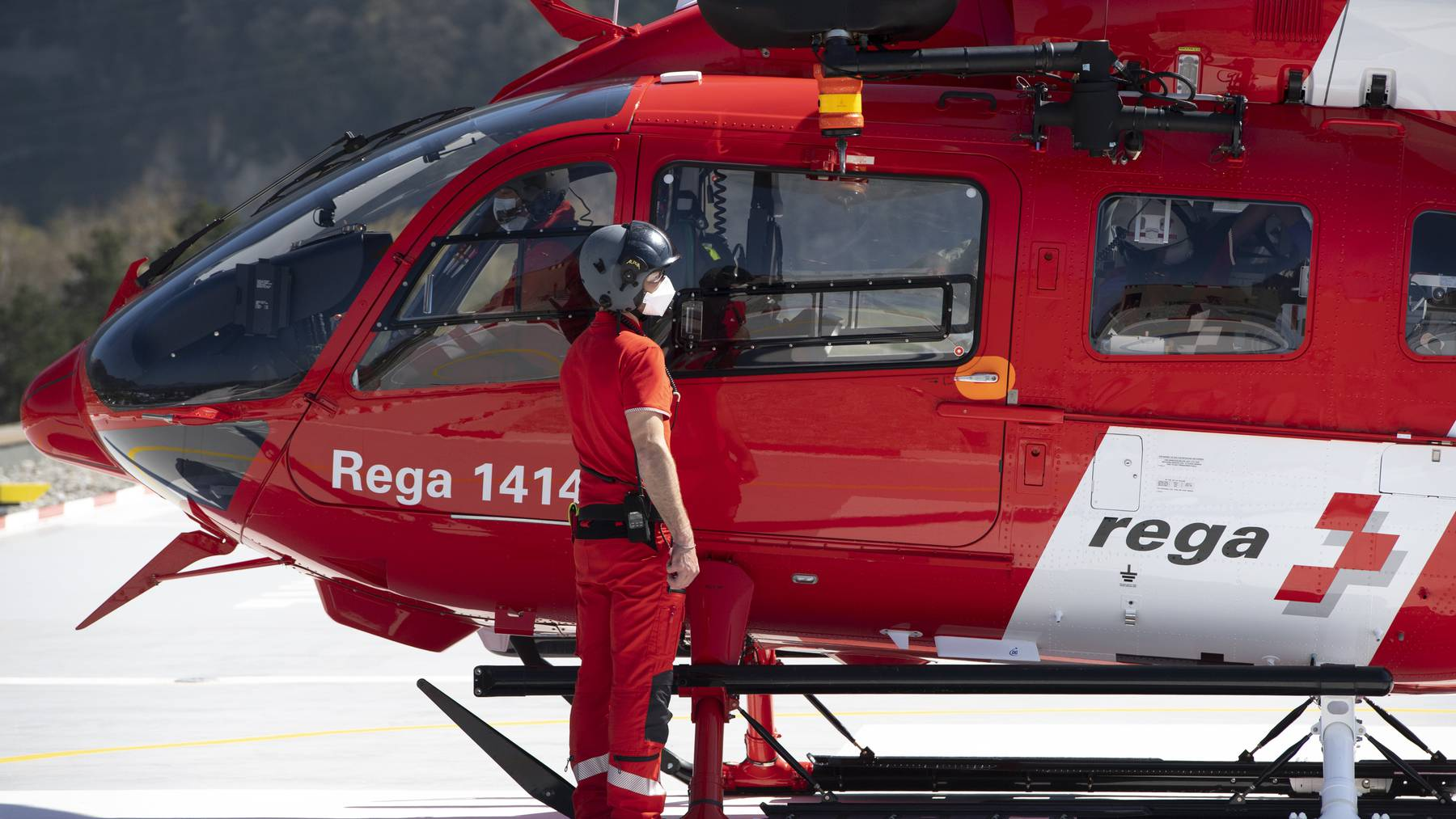 Ein Helikopter der Rega.