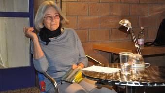Die Uezwiler Autorin Ana Lang im Gespräch mit den Zuhörenden.