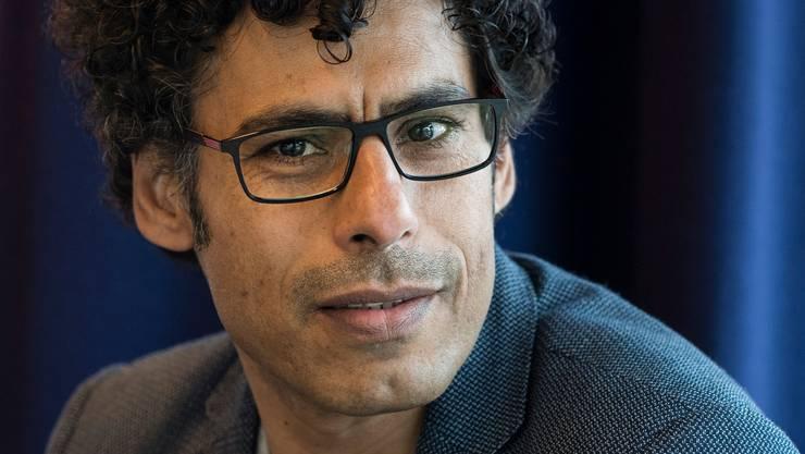 Bringt westliche und östliche Erzählweise in seinen Romanen auf befruchtende Art und Weise zusammen: Usama al-Shahmani.
