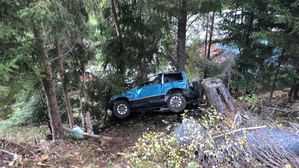 Auto überschlägt sich in steilem Gelände - Fahrer tot
