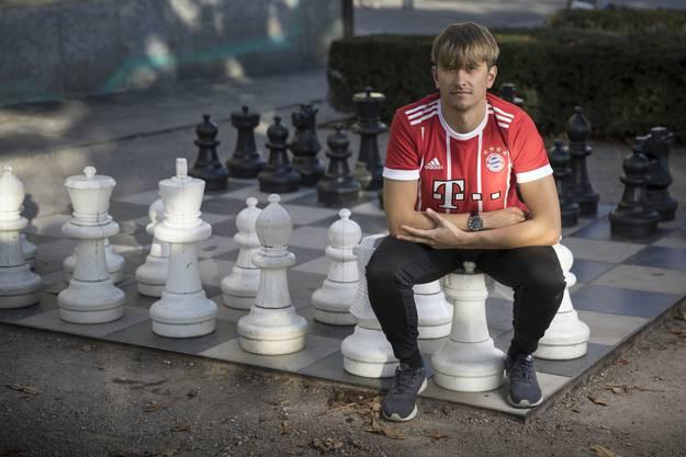 «Schach ist wie Fussball. Man muss kompakt stehen, die Angriffe antizipieren und schnell von Defensive auf Offensive umschalten», sagt Studer.