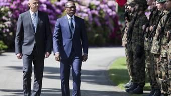 Massgeschneiderte Wahlen für ihn: Benins Präsident Patrice Talon (Mitte) beim Empfang durch Bundespräsident Alain Berset im Mai 2018 in Bern.