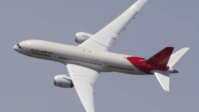 Eine Boeing 787 der Air India an der Luftfahrtmesse in Le Bourget