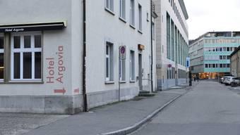 Das Hotel Argovia an der Kasernenstrasse in Aarau musste wegen Glimmbrand mitten in der Nacht evakuiert werden