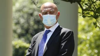 Moncef Slaoui ist aus dem Lonza-Verwaltungsrat zurückgetreten. Sein Job ist getan. Er hat Lonza mit der US-Firma Moderna zusammengebracht und übernimmt für Trump nun das Impfprogramm.