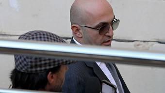 Schwer belastet: Ein Zeuge hat den schwerreichen maltesischen Geschäftsmann Yorgan Fenech (rechts mit Sonnenbrille) bezichtigt, den Mord an der Journalistin Daphne Garuana Galizia angeordnet und dafür Geld in die Hand genommen haben. (Archivbild)