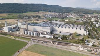 Die Fabrikhalle in Birr: Die Anbauten links gehören der italienischen Ansaldo, der Hauptteil rechts der amerikanischen General Electric.