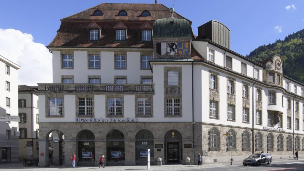 Die Graubündner Kantonalbank (GKB) steigert Gewinn im ersten Halbjahr.