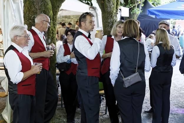 32. Aargauisches Kantonales Musikfest Ohren auf! Gemütliches Beisammensein nach der Arbeit in den vielen schönen Beizen und Zelten, in denen durchwegs gute Stimmung herrschte.