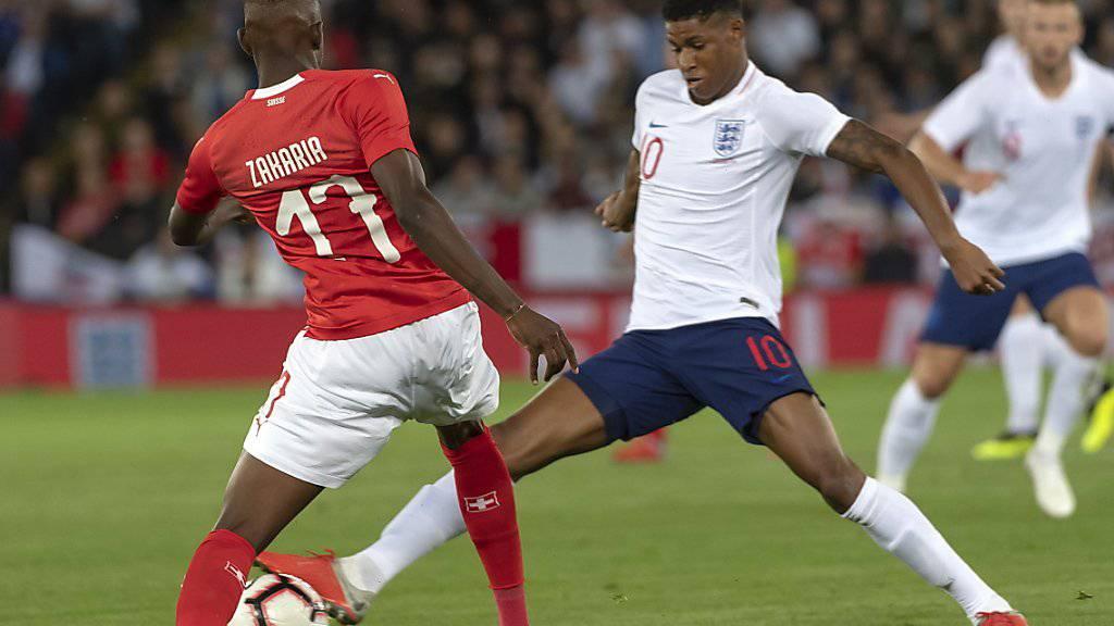Denis Zakaria im Zweikampf mit Englands Torschützen Marcus Rashford